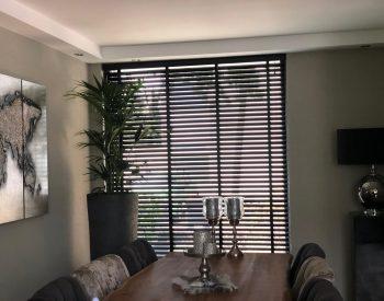 raamdecoratie strijbosch - Aluminium jaloezieën zwart2
