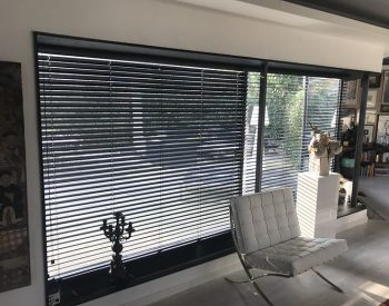 raamdecoratie strijbosch - aluminium jaloezieën zwart