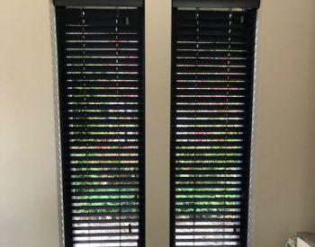 raamdecoratie strijbosch - houten jaloezieën antraciet-crop-u2018474