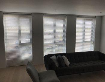 raamdecoratie strijbosch - houten jaloezieën wit kopie 16