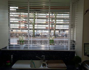 raamdecoratie strijbosch - houten jaloezieën wit kopie 3