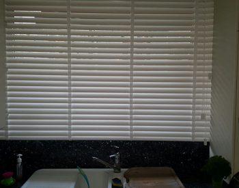 raamdecoratie strijbosch - houten jaloezieën wit kopie 4