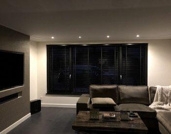 raamdecoratie strijbosch - houten jaloezieën zwart kopie 5