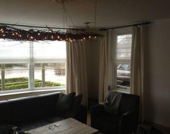 raamdecoratie-strijbosch-vouwgordijn-met-overgordijnen
