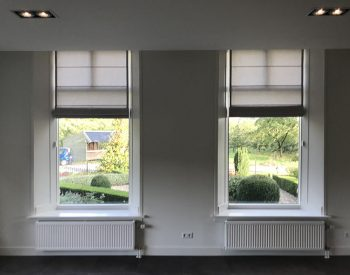 raamdecoratie strijbosch - vouwgordijnen gevoerd met overgordijnstof