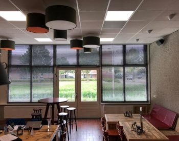raamdecoratie strijbosch - Houten jaloezieën taupe